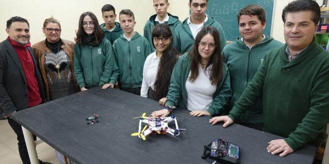 L'estudiantat d'Ontinyent construeix drons amb fins socials