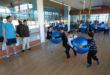 80 xiquets i xiquetes participen en l'Escola de Nadal Municipal a la piscina coberta