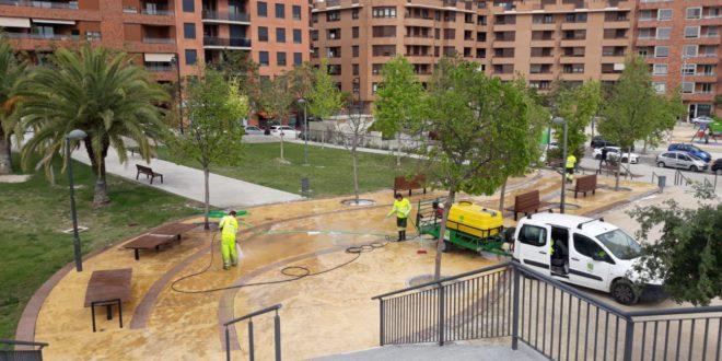 Ontinyent efectua una neteja intensiva de 26 parcs públics i zones verdes escolars