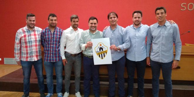 El disseny de l'escut de Gonzalo Vidal guanyador del nou club Ontinyent 1931  CF