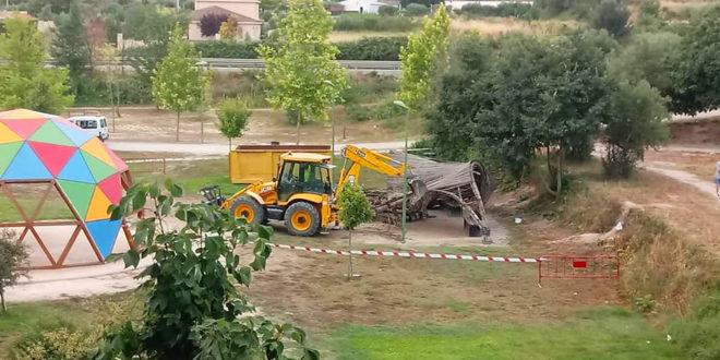 Compromís lamenta l'enderrocament de l'umbracle de bioconstrucció del Passeig de Benarrai