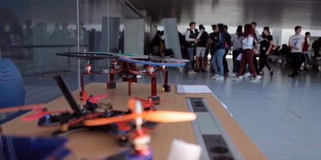 Joves de l'Institut d'Albaida construeixen drons socials