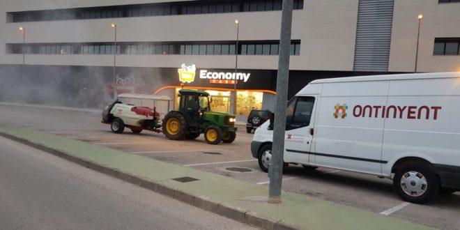 Llauradors i tractoristes desinfecte camins i polígons del terme d'Ontinyent