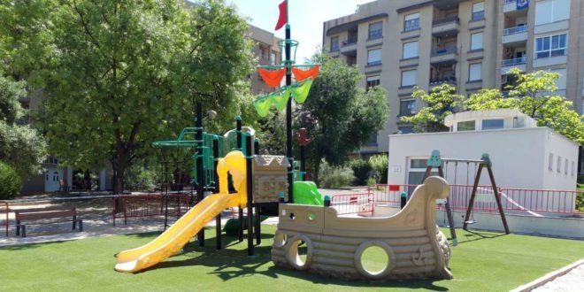 Renoven el sòl de seguretat dels jocs infantils amb plàstic reciclat