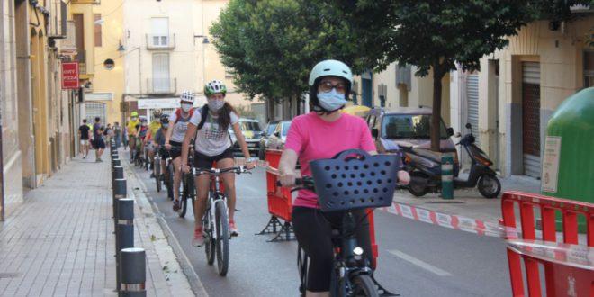 Mig centenar de persones participen en la cadena ciclista amb motiu del Dia Mundial de la Bici