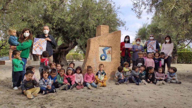 L'alumnat de dos anys del CEIP Martinez Valls reb el premi Sambori