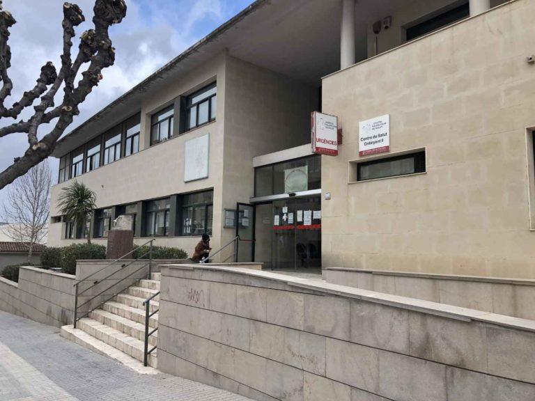 """La Vall ens Uneix qualifica de """"desficaci"""" que el personal docent de La Vall d'Albaida no tinga lloc de vacunació a la capital de la comarca"""