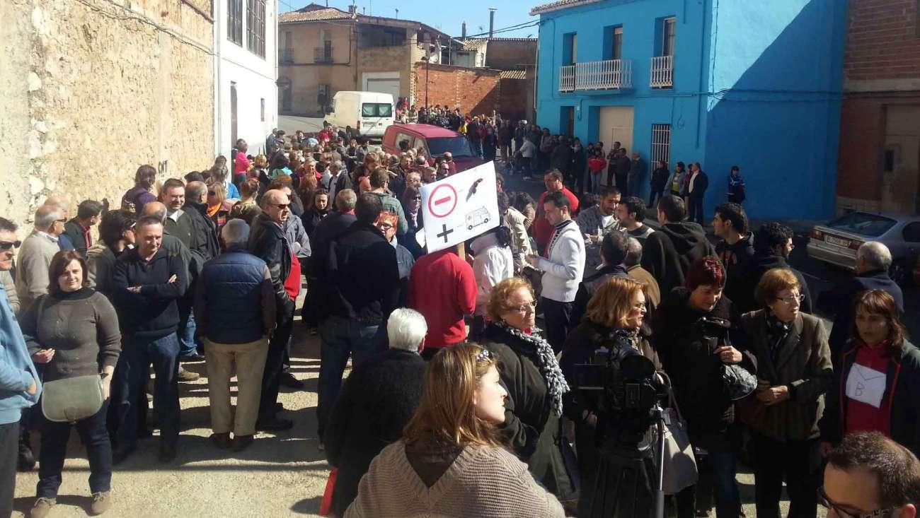 Concentració-Castelló-de-Rugat-contra-la-eliminació-del-servei-d'ambulància