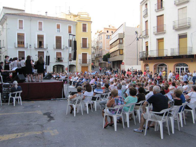 Nou cors de la Vall d'Albaida omplin de música vocal la plaça Major d'Ontinyent