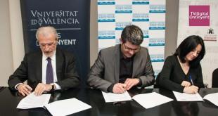 Universitat de València, Diputació de València i l'Ajuntament d'Ontinyent firmen un conveni per destinar 1 milió d'euros per la millora del poliesportiu d'Ontinyent. Foto de Jordi Casanova
