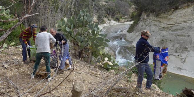 """Grup de consum ecològic """"La Llavor"""" amb la iniciativa """"Junts netejem el riu"""""""