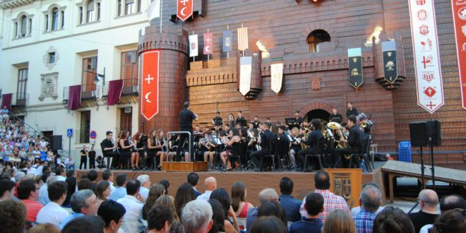 """""""Tot per la Música"""" estrena en la Plaça Major les obres dedicades als càrrecs d'enguany"""