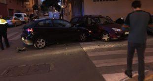 Una mare i la seua filla ferides al col·lisionar dos vehicles