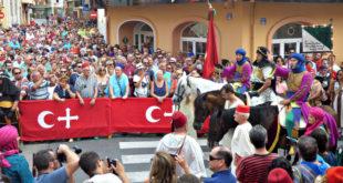 Les ambaixades i la desfilada final tanquen els Moros i Cristians d'Ontinyent