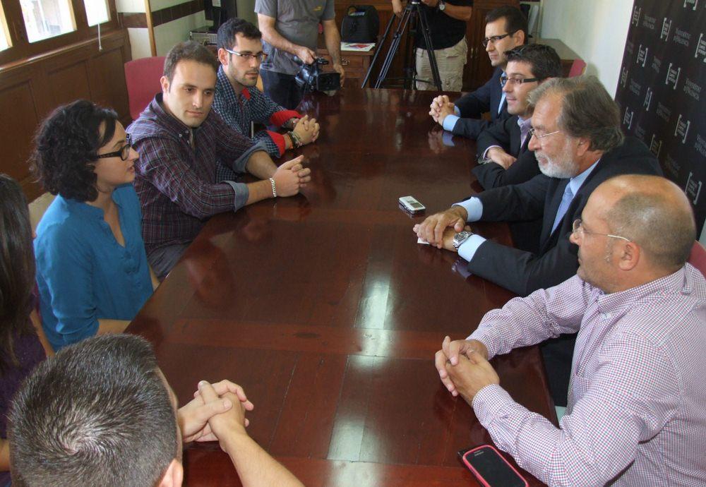 La Fundació Campus Ontinyent estudiarà ampliar el seu programa de beques