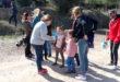 Ontinyent fomenta l'estima per la natura amb una plantació urbana adreçada a escolars de 6 anys