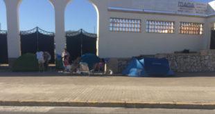 Les primeres fans de Bisbal arriben a El Clariano