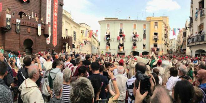 Nous tràmits per impulsar la declaració d'Interès Turístic Internacional per als Moros i Cristians