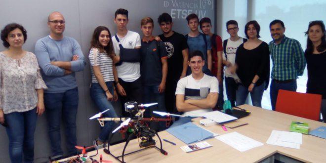 Alumnat d'Ontinyent exposa dos drons a la IV Fira Aèria de València