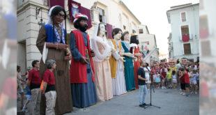 Els Gegants d'Ontinyent estrenen nous vestits en el 25 aniversari de la seua recuperació