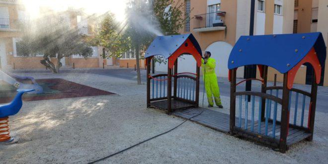 S'intensifica la neteja als parcs públics i zones verdes escolars d'Ontinyent