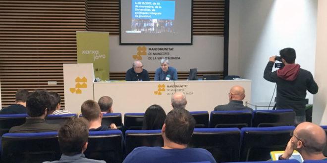 El secretari general de l'IVAJ explica la nova llei de Joventut a la Vall d'Albaida