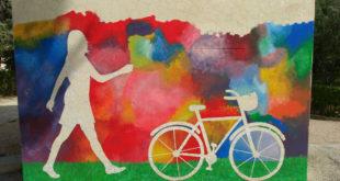 """L'IES l'Estació celebra el """"Dia sense cotxes"""" amb bicicletes i una performance"""