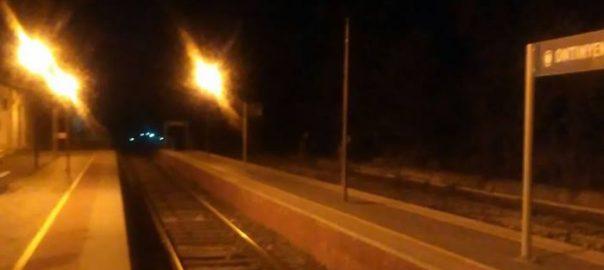 Una avaria al tren fa que diversos viatgers arriben l'estació d'Ontinyent a peu