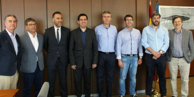 Alcaldes i patronals es reuneixen amb el Conseller d'Economia per presentar el projecte AIC
