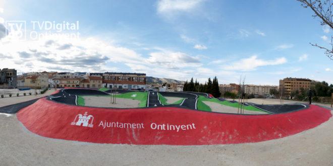 """Ontinyent estrena """"pumptrack"""" dins l'ampliació en 4.100 m2 de la zona verda de Benarrai"""