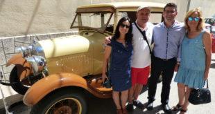 Mig centenar de vehicles clàssics participen al Rally de cotxes antics d'Ontinyent