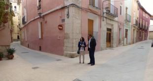 Visita de Rebeca Torró i Manuel Cuesta a la finalització de les obres del barri de La Vila d'Ontinyent
